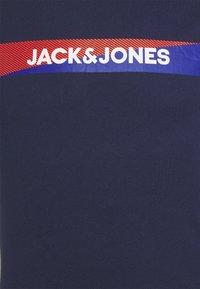 Jack & Jones - JACTREVOR TEE 3 PACK - Pyžamový top - navy blazer/white/black - 5