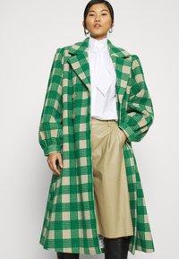 Résumé - ALINA COAT - Classic coat - sand - 3