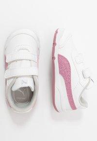 Puma - STEPFLEEX 2 UNISEX - Sportschoenen - white/pink - 0