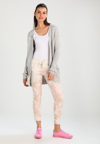 Vero Moda - VMNO NAME - Cardigan - light grey melange - 1