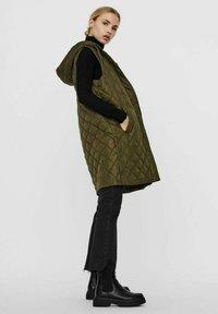 Vero Moda - Waistcoat - ivy green - 3