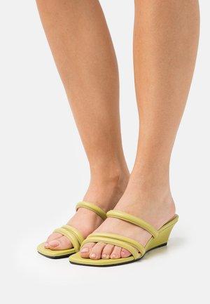 NELLIE - Heeled mules - golden green
