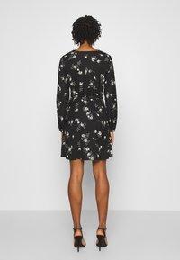 Vero Moda - VMFALLIE TIE DRESS - Skjortekjole - black - 4
