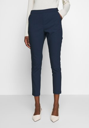 BASIC SLIM TROUSERS WITH JOGGER WAIST - Pantalones chinos - navy
