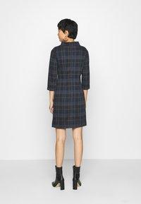 TOM TAILOR - DRESS EASY SHAPE - Sukienka letnia - navy/blue/camel - 2