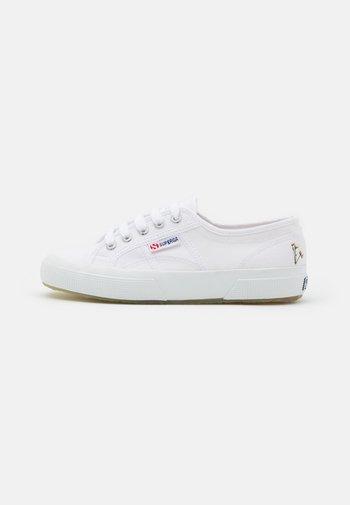 Sneakersy niskie - white/grey/silver birch