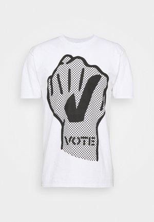 VOTE FIST - Print T-shirt - white