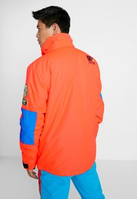 Superdry - MOUNTAIN JACKET - Laskettelutakki - hazard orange/acid cobalt - 3