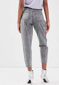Cache Cache - MIT ABNÄHERN - Slim fit jeans - denim gris - 2