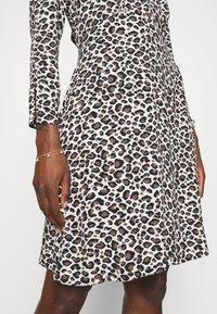 Closet - CLOSET TIE BACK A LINE DRESS - Day dress - brown - 6
