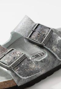 Birkenstock - ARIZONA - Pantuflas - vintage metallic gray silver - 2