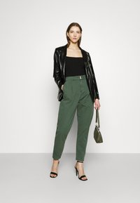 Pepe Jeans - MAMBA - Trousers - forest green - 1
