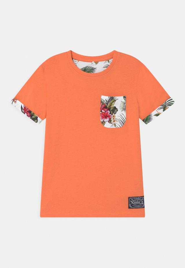 NKMFANGEM - T-shirt med print - melon
