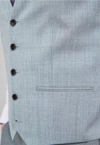 Next - STRETCH TONIC SUIT: WAISTCOAT - Gilet elegante - light grey - 4