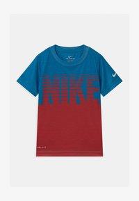 Nike Sportswear - BLOCK STACKED - T-shirt z nadrukiem - game royal - 0