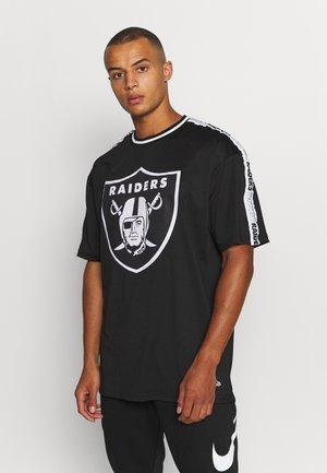 NFL LAS VEGAS RAIDERS TAPING OVERSIZED TEE - Klubové oblečení - black