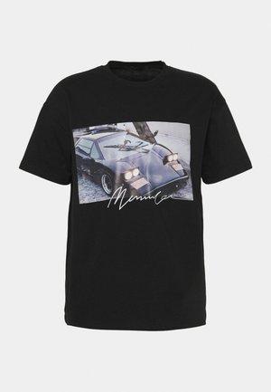 MENNACE SEASON 21 CAR REGULAR - T-shirts med print - black