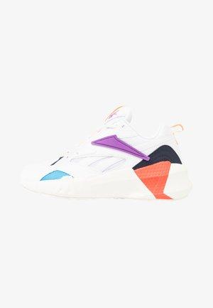 AZTREK DOUBLE POPS LIGHT CUSHION SHOES - Sneakers basse - white/grape punch/bright