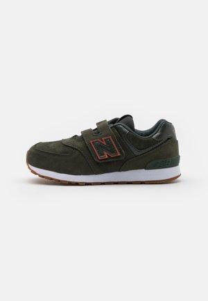 YV574PGO UNISEX - Sneakers basse -  green