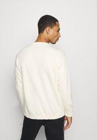 Champion - LEGACY HERITAGE TECH CREWNECK - Sweater - off-white/black - 2