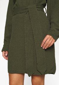 Glamorous Petite - TIE WAIST JUMPER DRESS - Jumper dress - forest green - 6