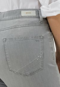 BRAX - STYLE MARY - Slim fit jeans - used summer grey - 4
