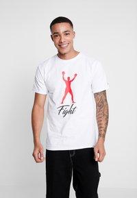 Diamond Supply Co. - FIGHT SHORT SLEEVE TEE - T-shirt z nadrukiem - white - 0