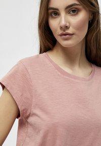 Minus - LETI - Basic T-shirt - old rose melange - 3