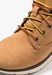 Timberland - KILLINGTON CHUKKA - Šněrovací kotníkové boty - wheat - 2