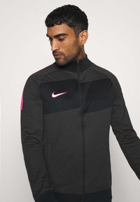Nike Performance - DRY ACADEMY - Sportovní bunda - dark smoke grey/heather/hyper pink - 3