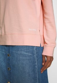 Marc O'Polo - LONG SLEEVE ROUND NECK PRINT AT BACK - Mikina - rose cream - 4