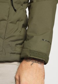 Columbia - GRAND TREK JACKET - Down jacket - stone green - 6