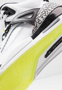 Jordan - SPIZIKE  - Skateskor - white/volt/black - 5