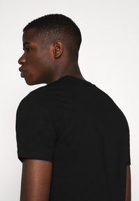 Good For Nothing - FITTED WITH STACKED BRANDING - T-shirt print - black - 5