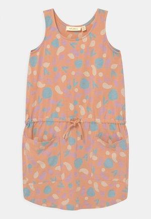HAZEL  - Žerzejové šaty - coral