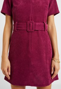 Fashion Union Petite - RIO FASHION UNION BELTED MINI DRESS - Day dress - cranberry