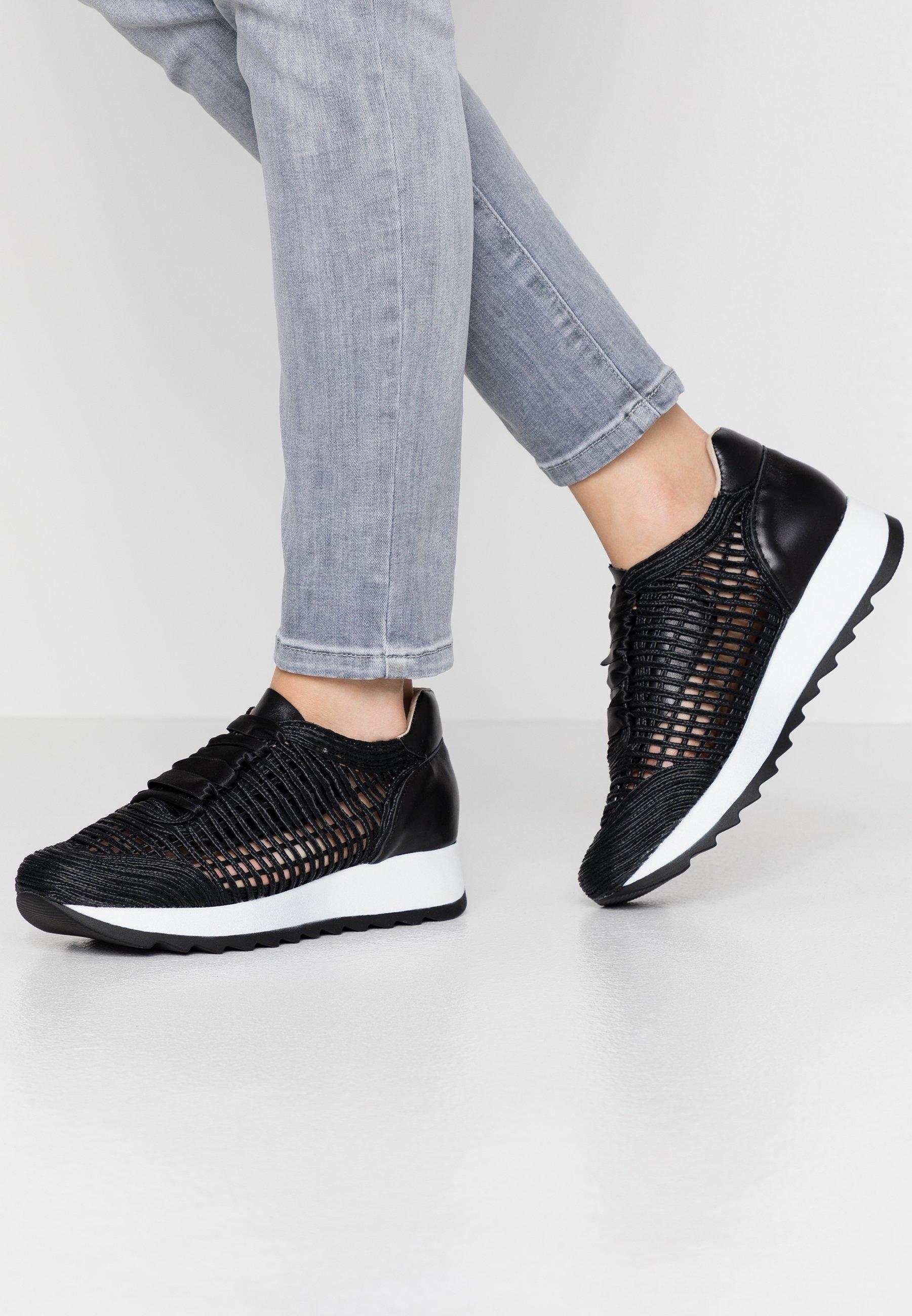 Gutes Angebot Mis Pepas Sneaker low - black | Damenbekleidung 2020