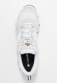 Columbia - IVO TRAIL BREEZE - Zapatillas de senderismo - white/black - 1