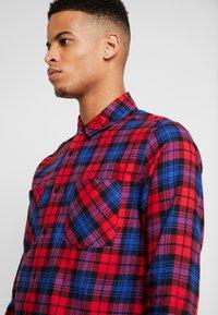 Urban Classics - CHECKED  - Skjorta - red/royal - 3