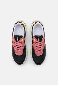 Liu Jo Jeans - HOA  - Sneakersy niskie - black/begonia - 5