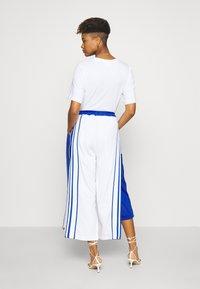 Champion Reverse Weave - WIDE LEG PANTS - Tracksuit bottoms - white - 2