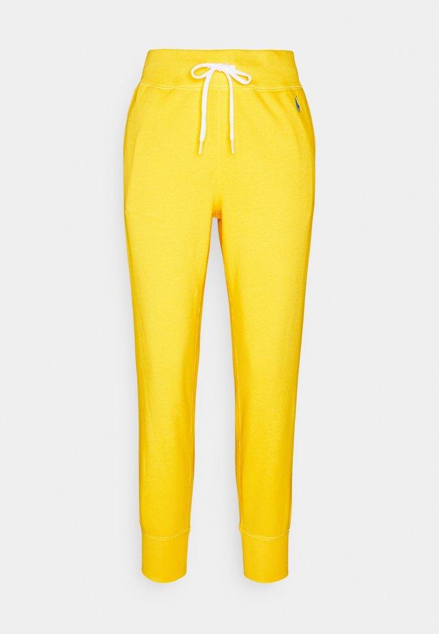 FEATHERWEIGHT - Pantaloni sportivi - university yellow