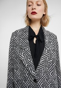 Steffen Schraut - SUMMER JACQUARD COAT - Short coat - black/white - 3