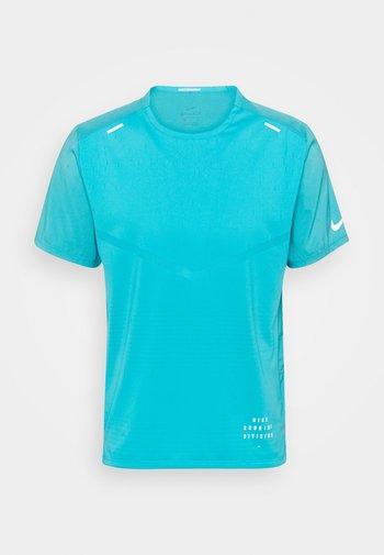 RISE - T-shirt med print - chlorine blue