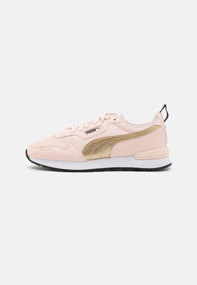 Sneakers laag - cloud pink/team gold