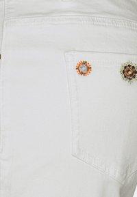 Desigual - DENIM_GRECIA - Denim shorts - white - 2