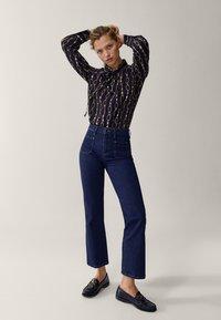 Massimo Dutti - MIT KETTENPRINT - Button-down blouse - black - 1