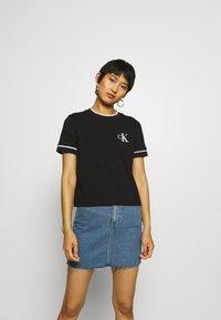Calvin Klein Jeans - EMBROIDERY TIPPING TEE - Triko spotiskem - black - 0