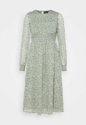 VMSIFFY SMOCK CALF DRESS  - Kjole - desert sage