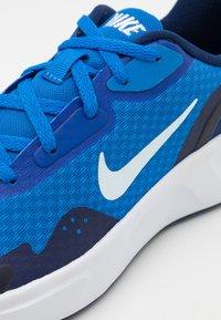 Nike Sportswear - WEARALLDAY UNISEX - Sneakers basse - signal blue/white/blue void - 5